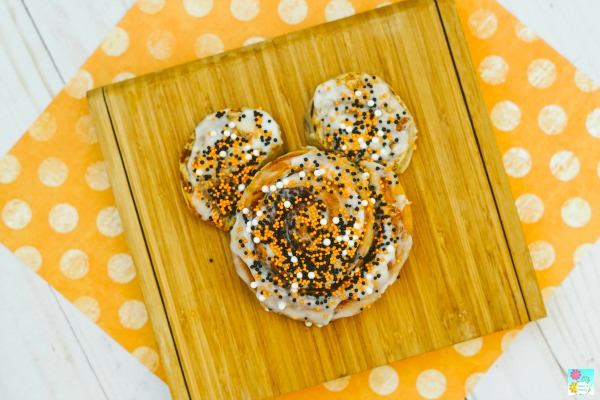 Mickey Mouse Cinnamon Rolls Tutorial